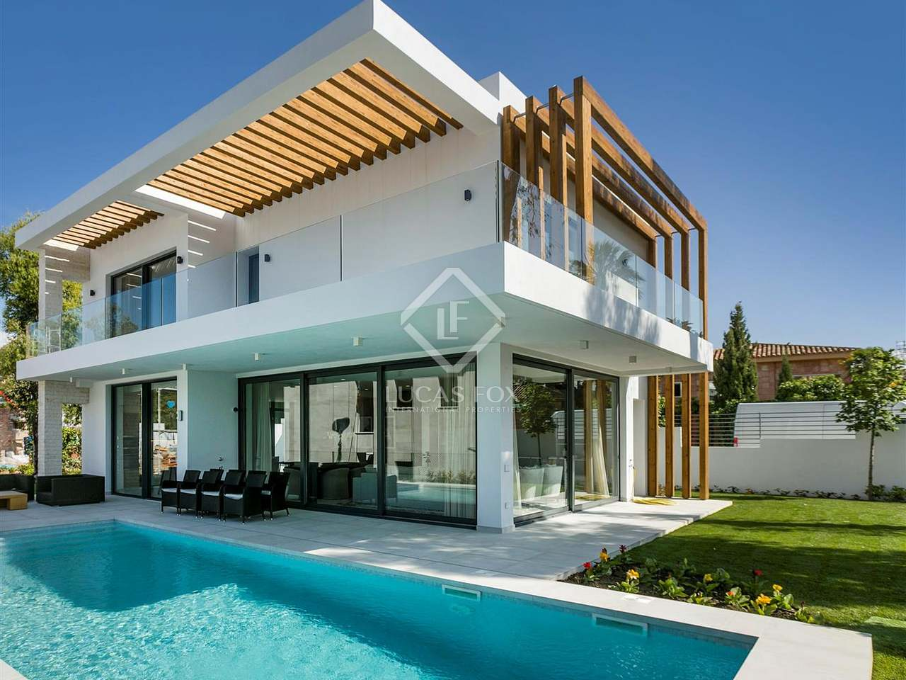Contemporary villas for sale as part of a new development for Ville moderne design