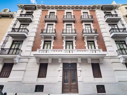 331m² Apartment with 8m² terrace for sale in Almagro
