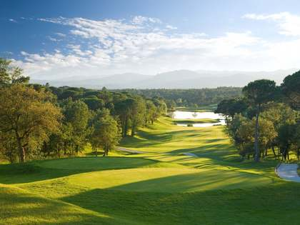 Building plots for sale in Girona with golf views