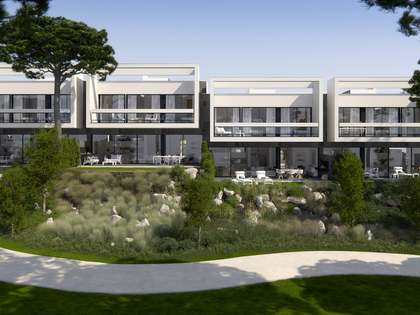 3-bedroom houses for sale overlooking golf resort.