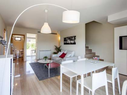 205m² house with 98m² terrace for sale in Chiva