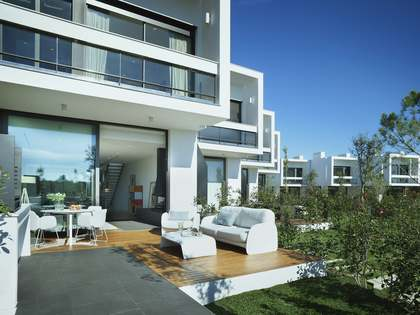 3-bedroom townhouses with communal pool and golf views