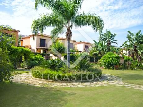 Дом / Вилла 221m², 62m² Сад на продажу в Михас, Андалусия