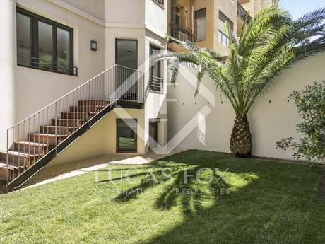 227 m² ground floor apartment with garden to buy on Muntaner