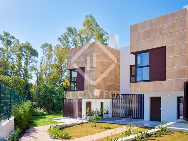 Huis / Villa van 233m² te koop met 64m² terras in Nueva Andalucía