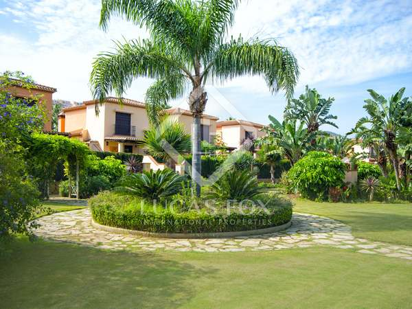 199m² house with 35m² garden for sale in Mijas