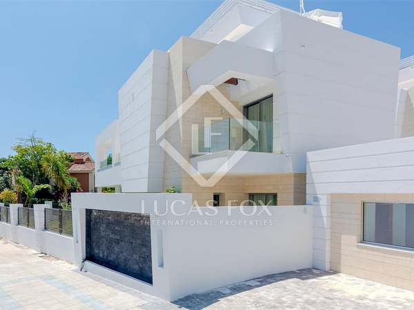 290m² House / Villa with 69m² terrace for sale in San Pedro de Alcántara / Guadalmina