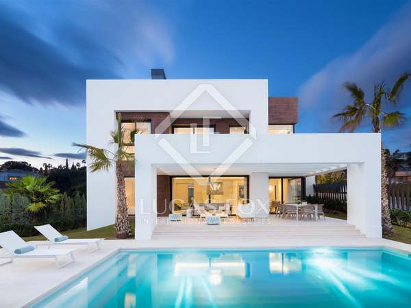 386m² House / Villa with 160m² terrace for sale in New Golden Mile / Los Flamingos