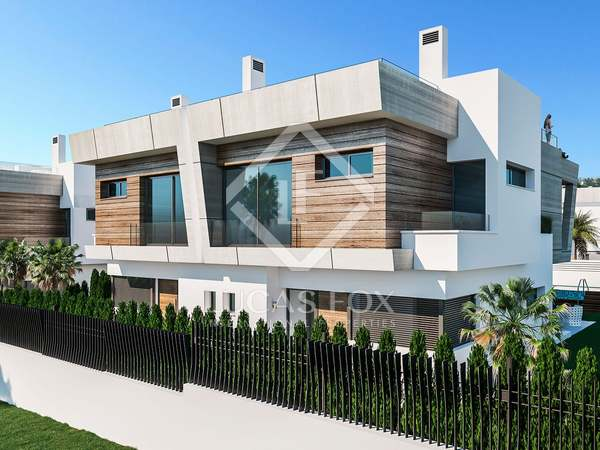 437m² House / Villa with 159m² garden for sale in Puerto Banús