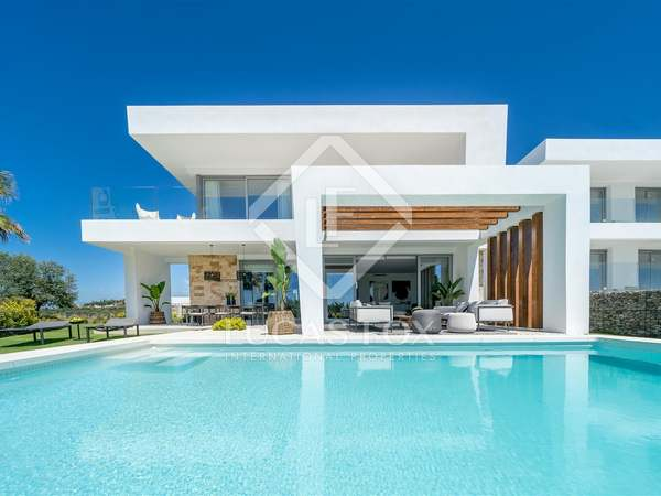 266m² House / Villa with 78m² terrace for sale in Los Monteros