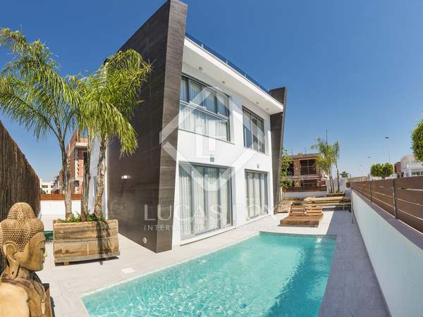118m² House / Villa with 160m² garden for sale in Alicante ciudad