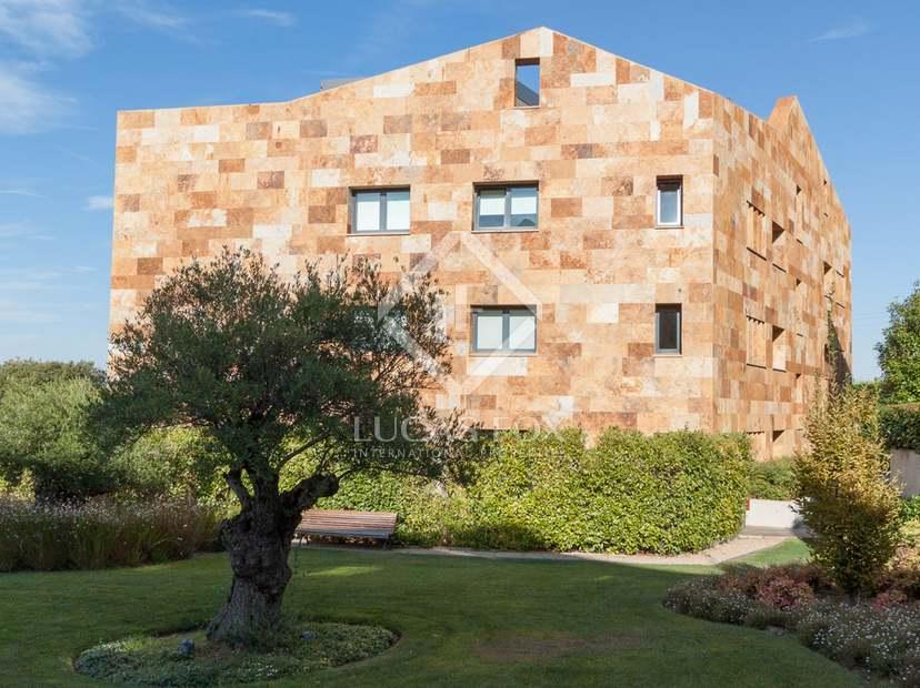 3-bedroom properties to buy in Aravaca development