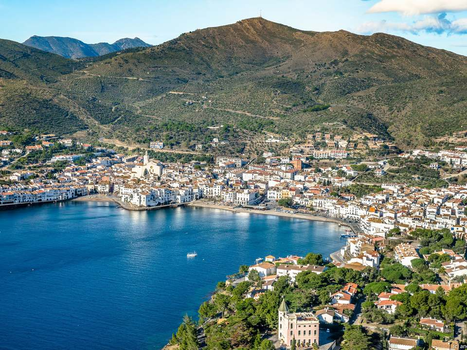Properties in Cadaqués and Bay of Roses to buy  and rent