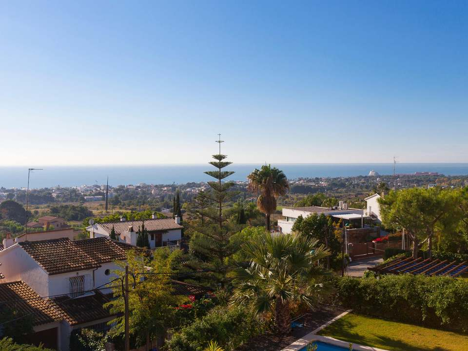 Properties in Vallpineda to buy and rent - Lucas Fox