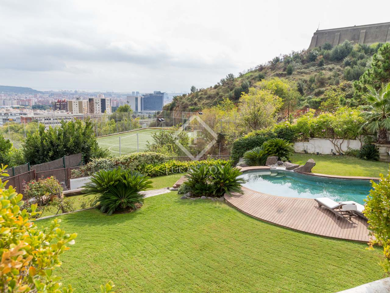 Charming house for rent in pedralbes barcelona 39 s zona alta for Barcelona pool garden 4