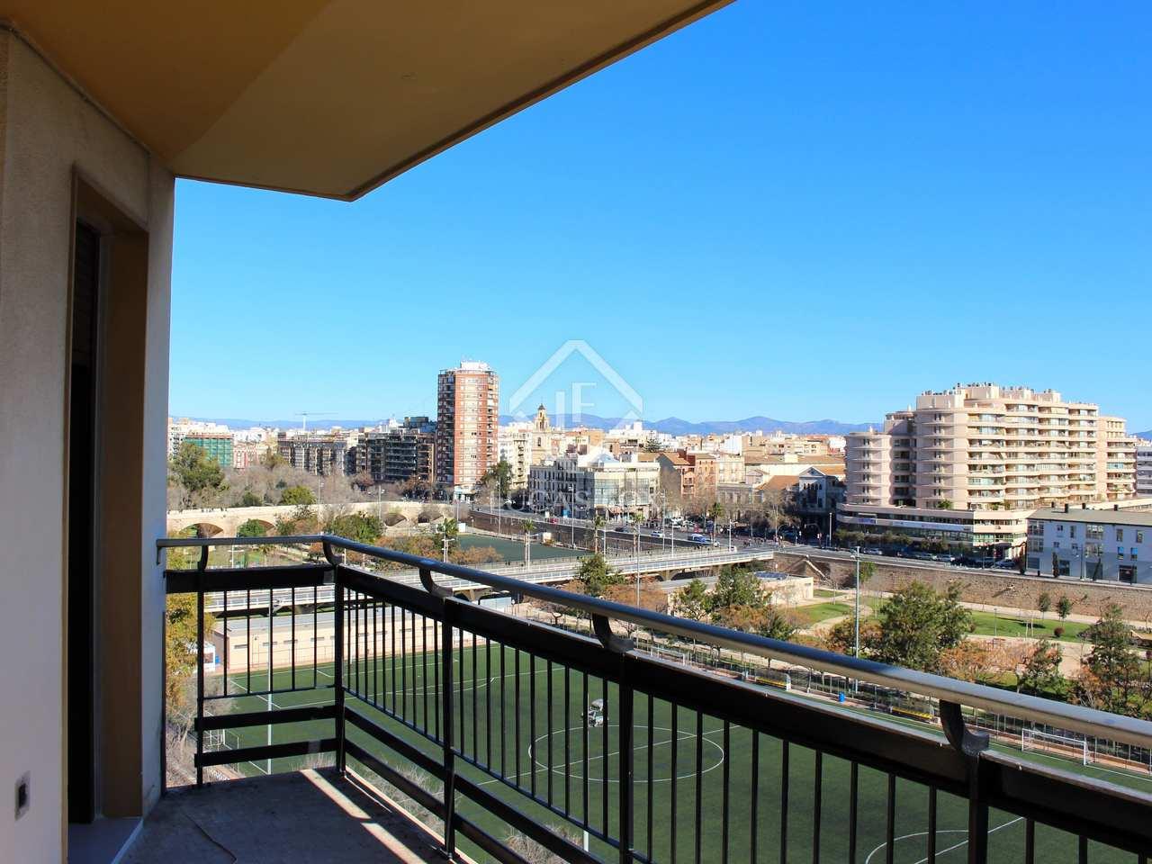 Piso de 92m con terraza de 10m en alquiler en la seu for Alquiler piso terraza valencia