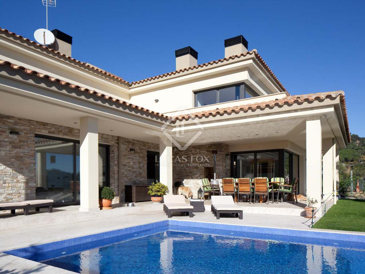 Se vende casa lujosa en lloret de mar costa brava for Cama lujosa