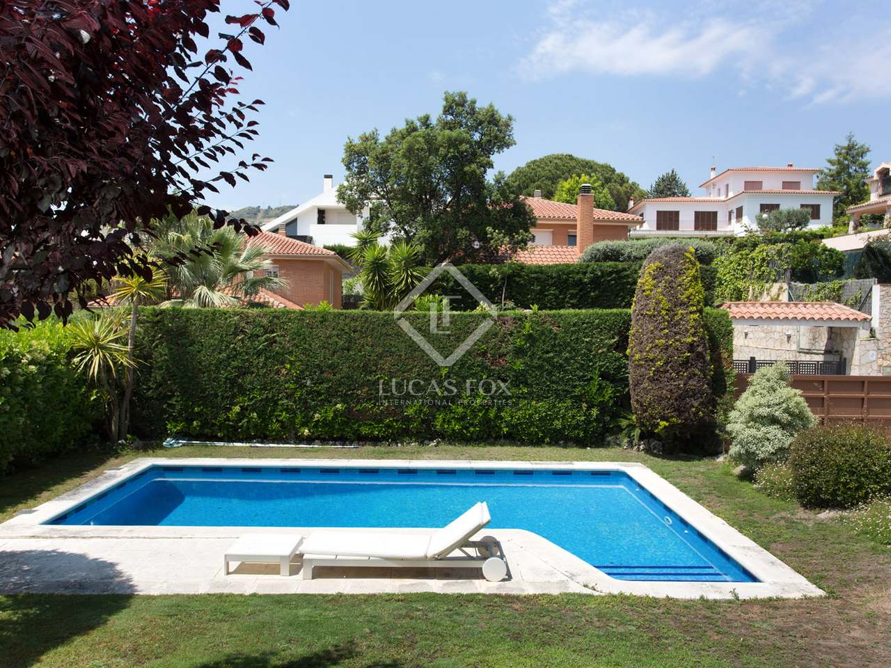 5 bedroom house with pool close to centre of alella maresme for Swimming pool close to house