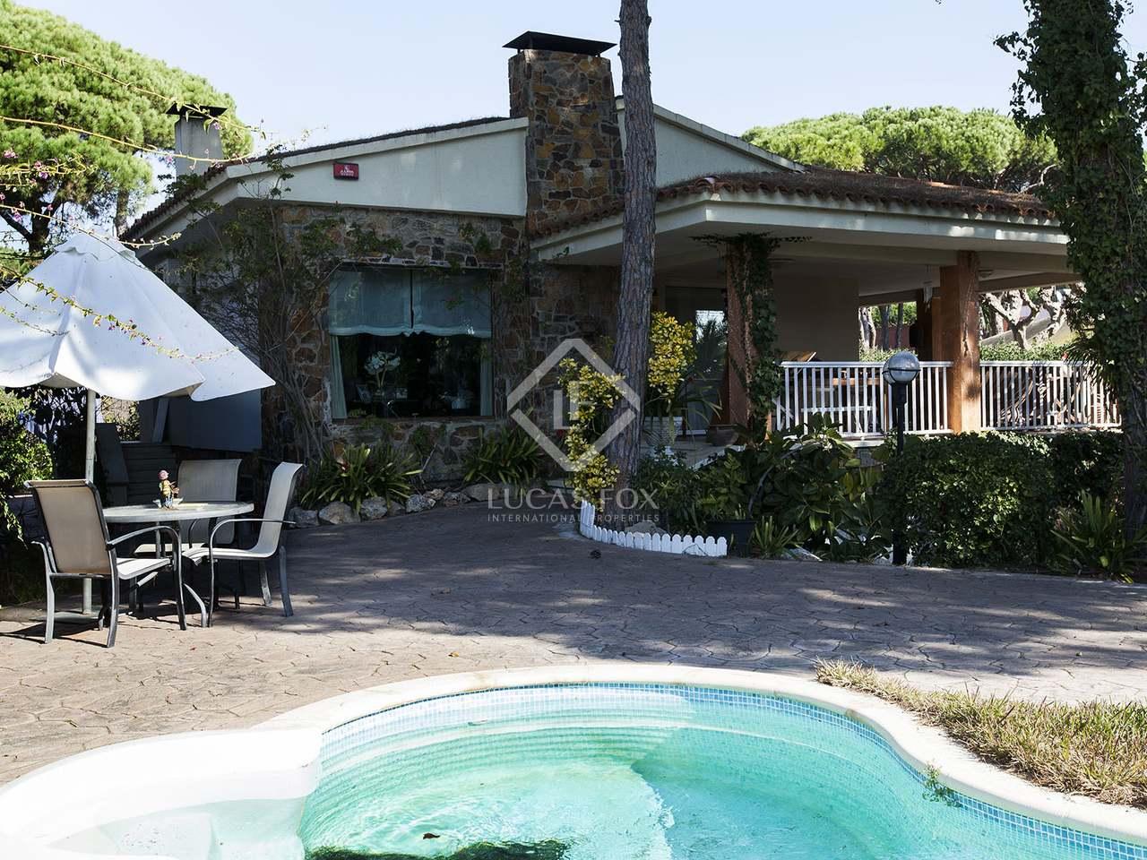 Villa unifamiliar cerca de la playa en venta en castelldefels Villa jardin donde queda