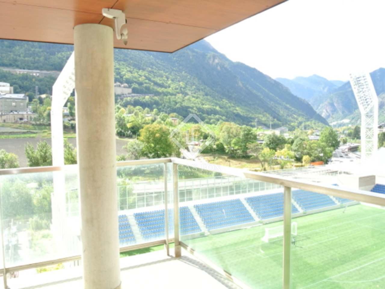 Penthouse en duplex en vente au centre d 39 andorre for Piscine andorre caldea