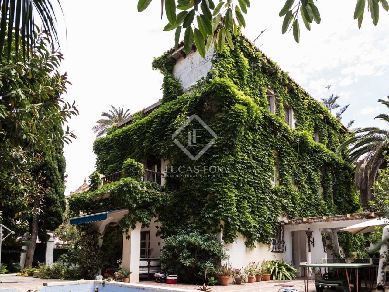 Historic villa with garden and pool to buy in valencia city for Villas valencia