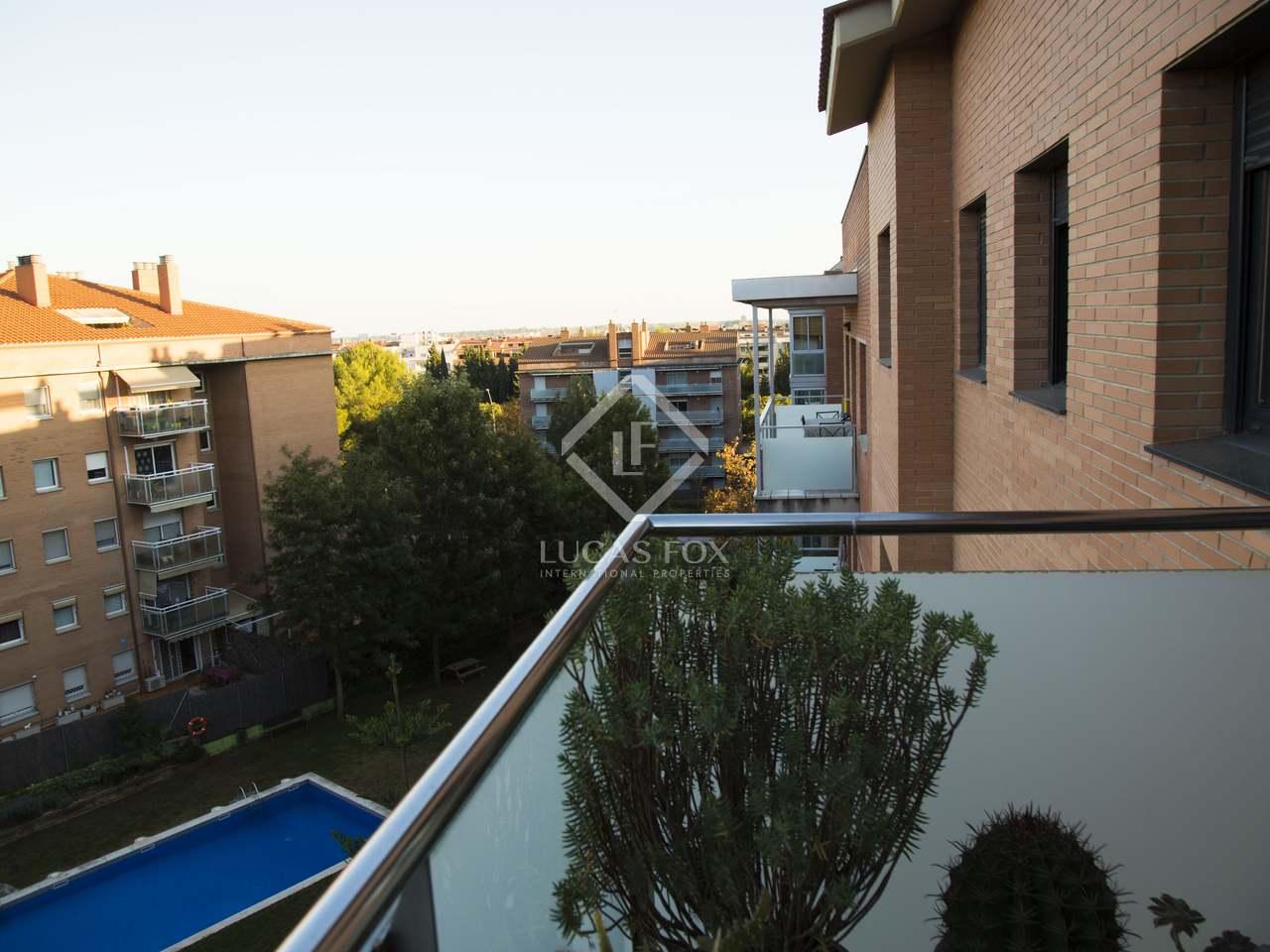 156m wohnung mit 45m terrasse zum verkauf in castelldefels. Black Bedroom Furniture Sets. Home Design Ideas