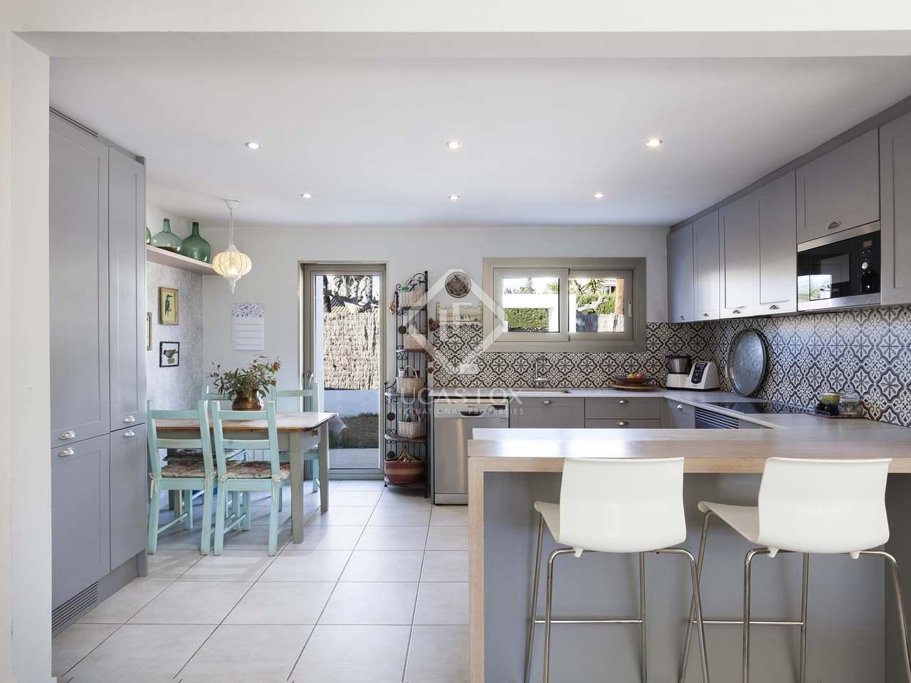 Casa de 220 m en venta en los vi edos sitges for Piscina sant pere de ribes