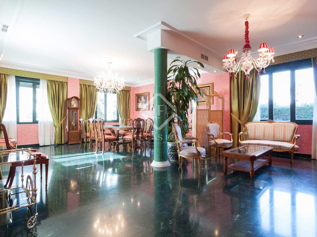 1 024m haus villa mit 1 000m garten zum verkauf in arturo soria. Black Bedroom Furniture Sets. Home Design Ideas