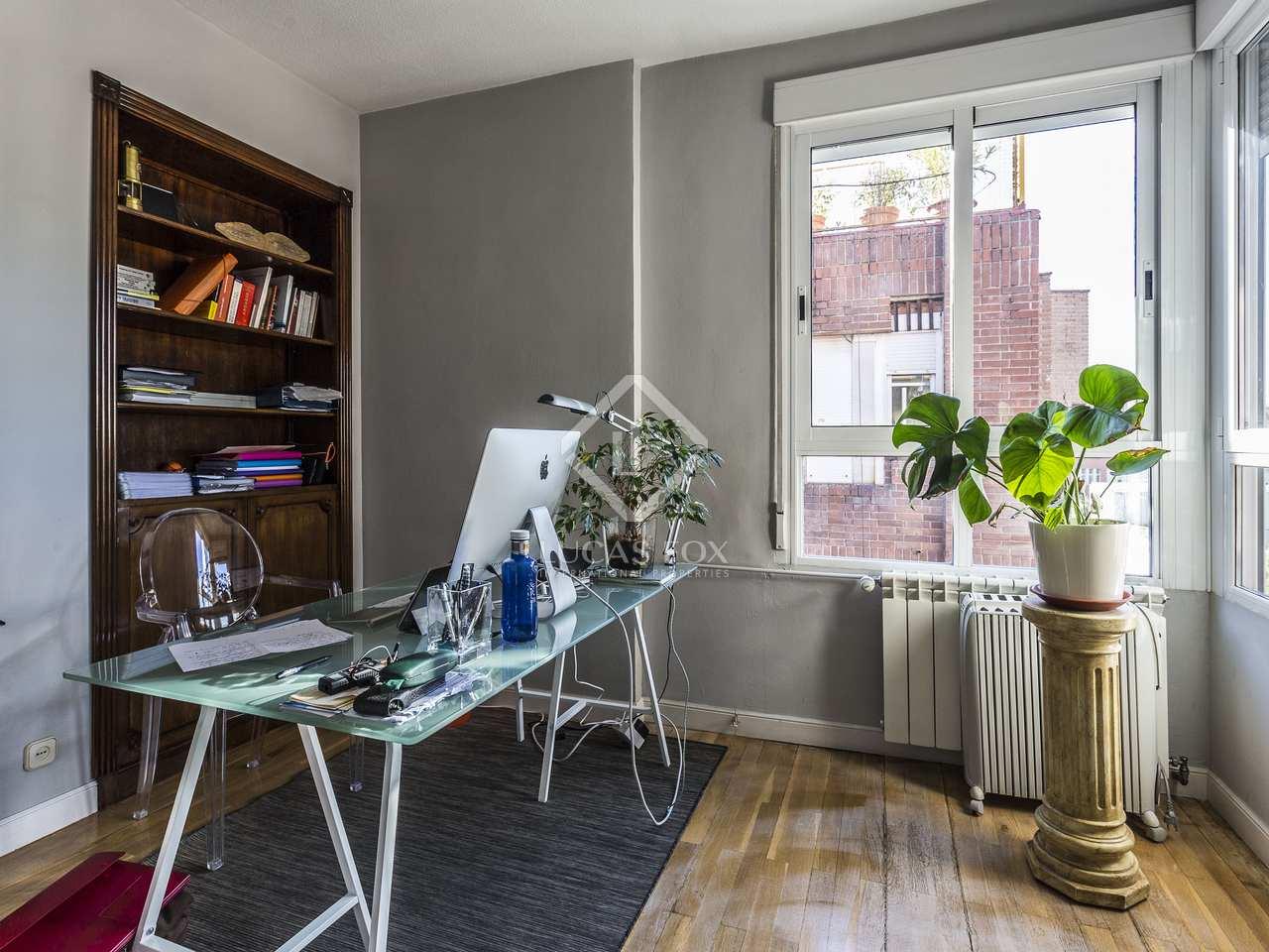 Piso de 211m con terraza en venta en almagro madrid for Pisos con terraza madrid