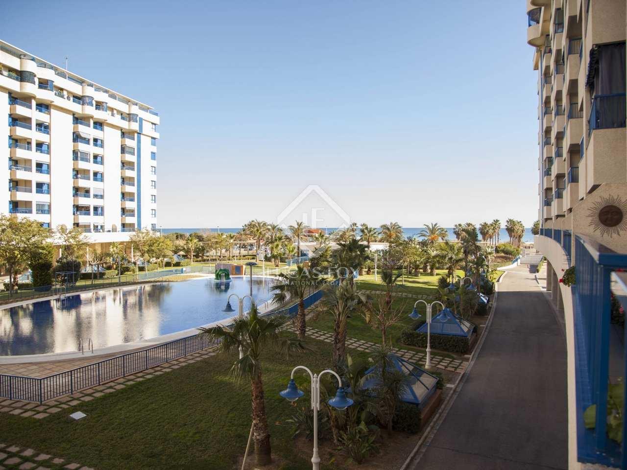 Apartamento con encanto en venta en primera l nea de playa for Piscina patacona