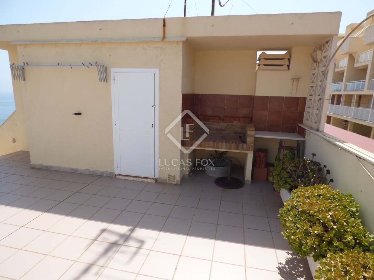 Fantastic 3 storey terraced house for sale cullera valencia for 3 storey terrace house