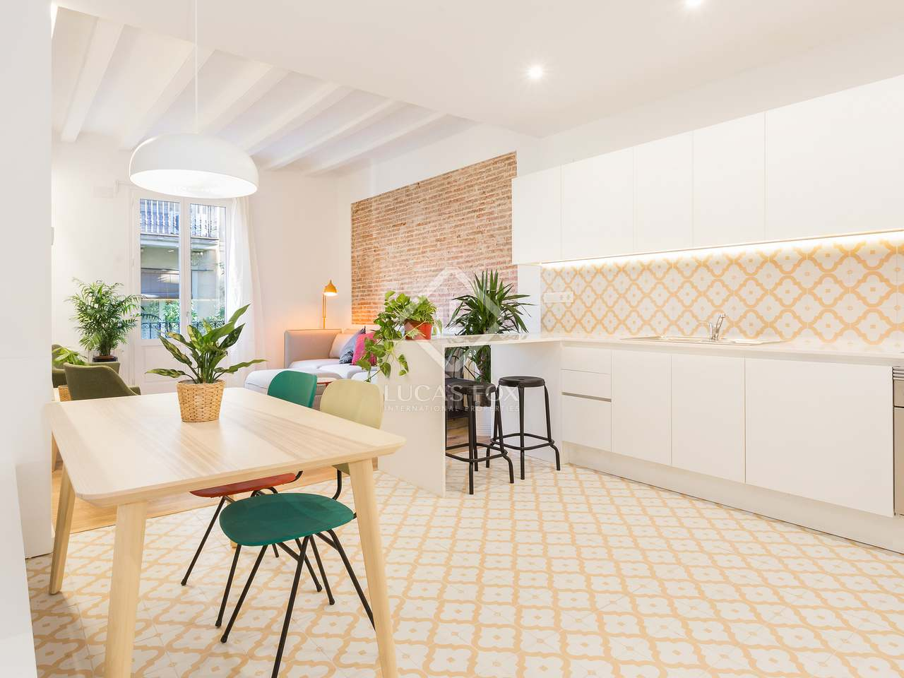 90 m apartment for sale in gracia barcelona for 3 renovated apt with spacious living room 10 pax