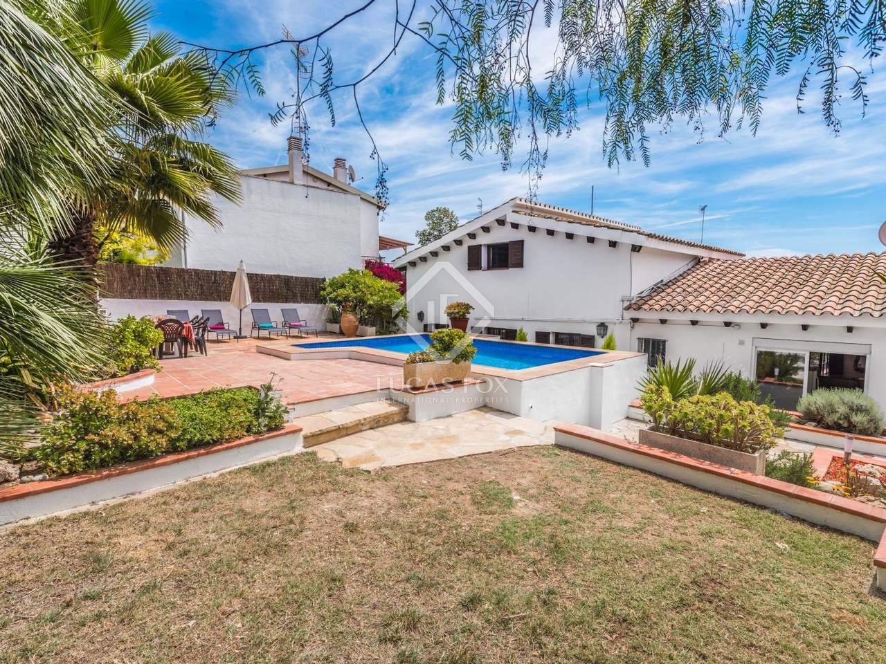 4 bedroom house with a pool for sale in vallpineda for Four bedroom house with pool