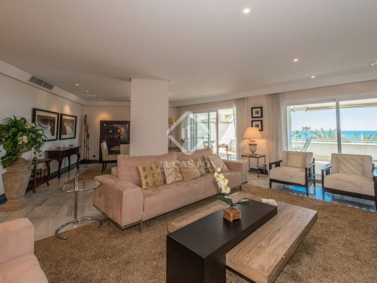 Luxury front line beach apartment for sale marbella centre for 4 bedroom luxury apartments