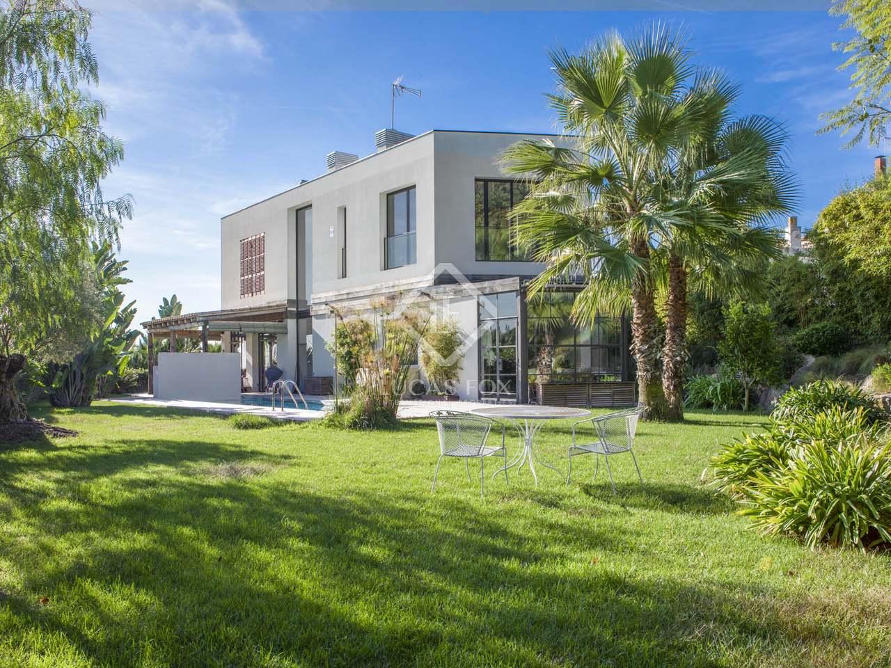 Villa de 495 m en venta en tiana maresme for Casa jardin badalona