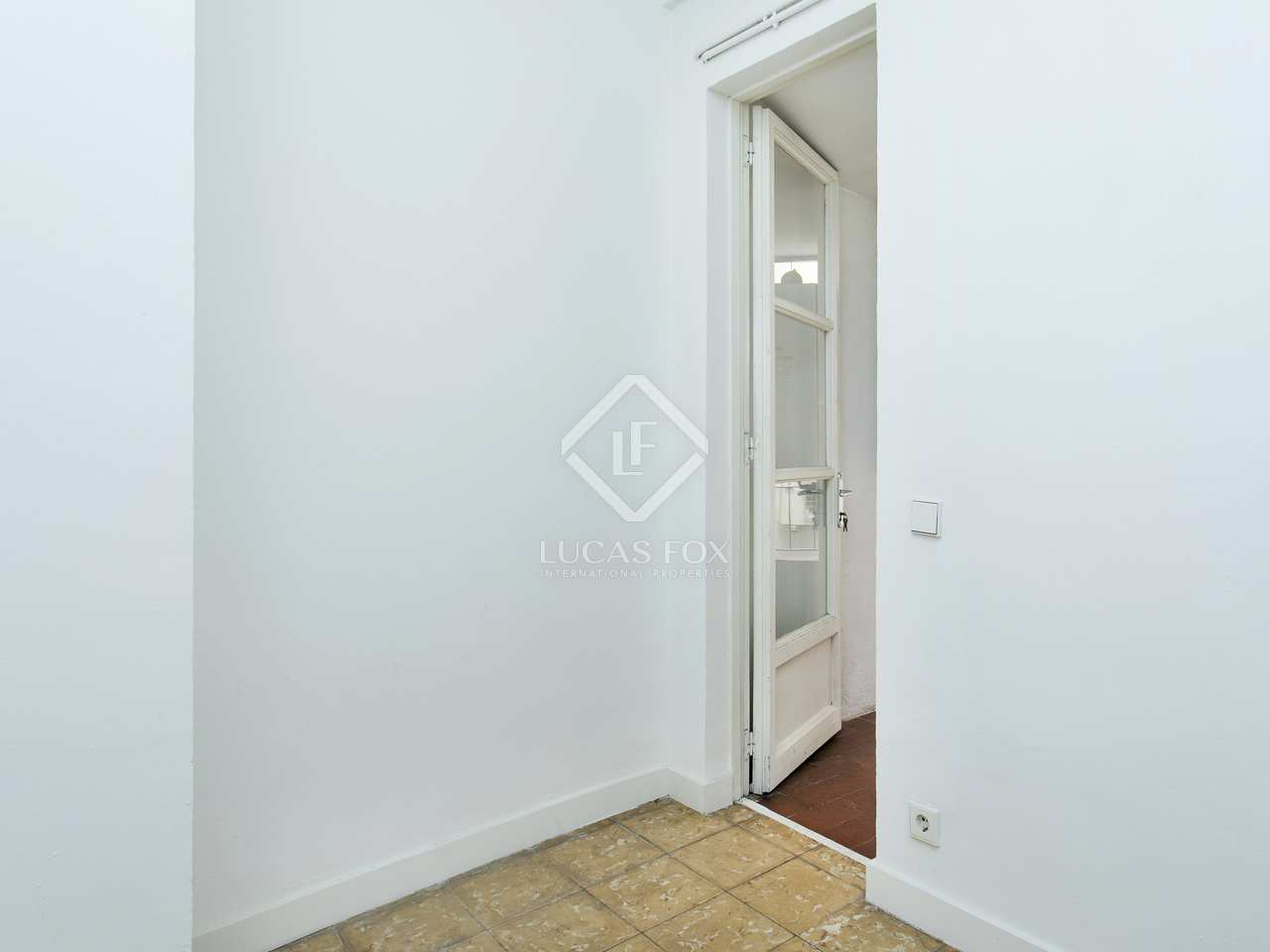 4 bedroom apartment to buy in born barcelona