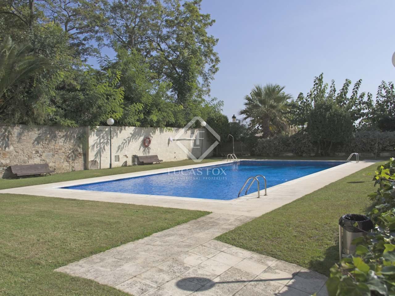Townhouse for sale on the maresme coast near barcelona for Barcelona pool garden 4