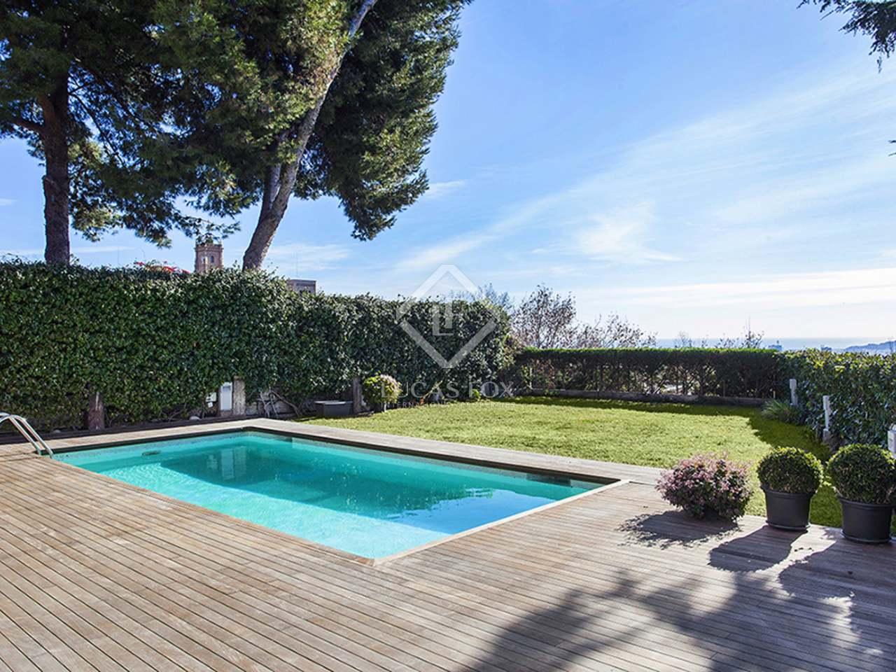 Casa adosada de lujo en alquiler en la zona alta de barcelona for Casa con jardin alquiler barcelona