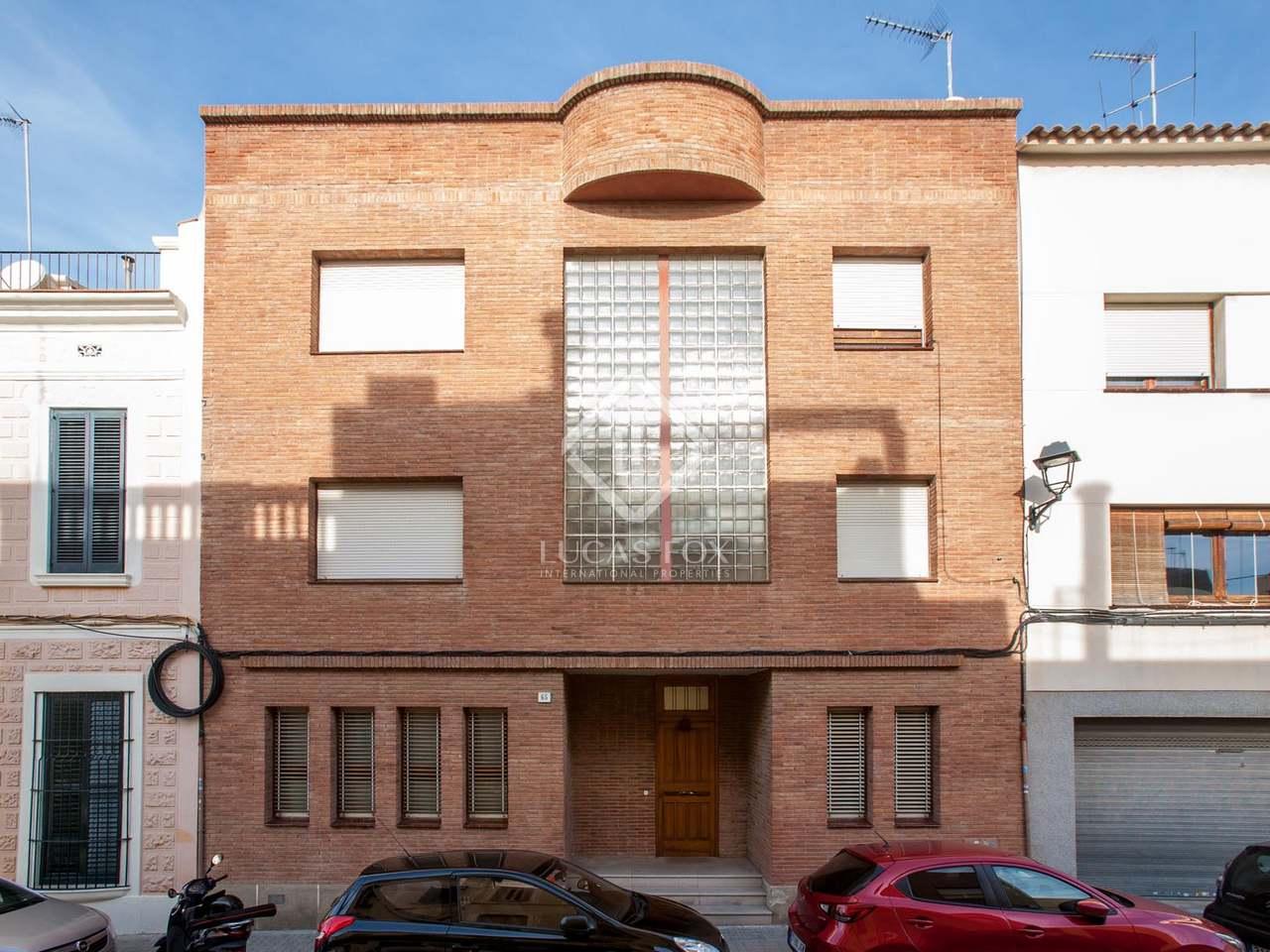 Large 6 Bedroom Townhouse For Sale In El Masnou