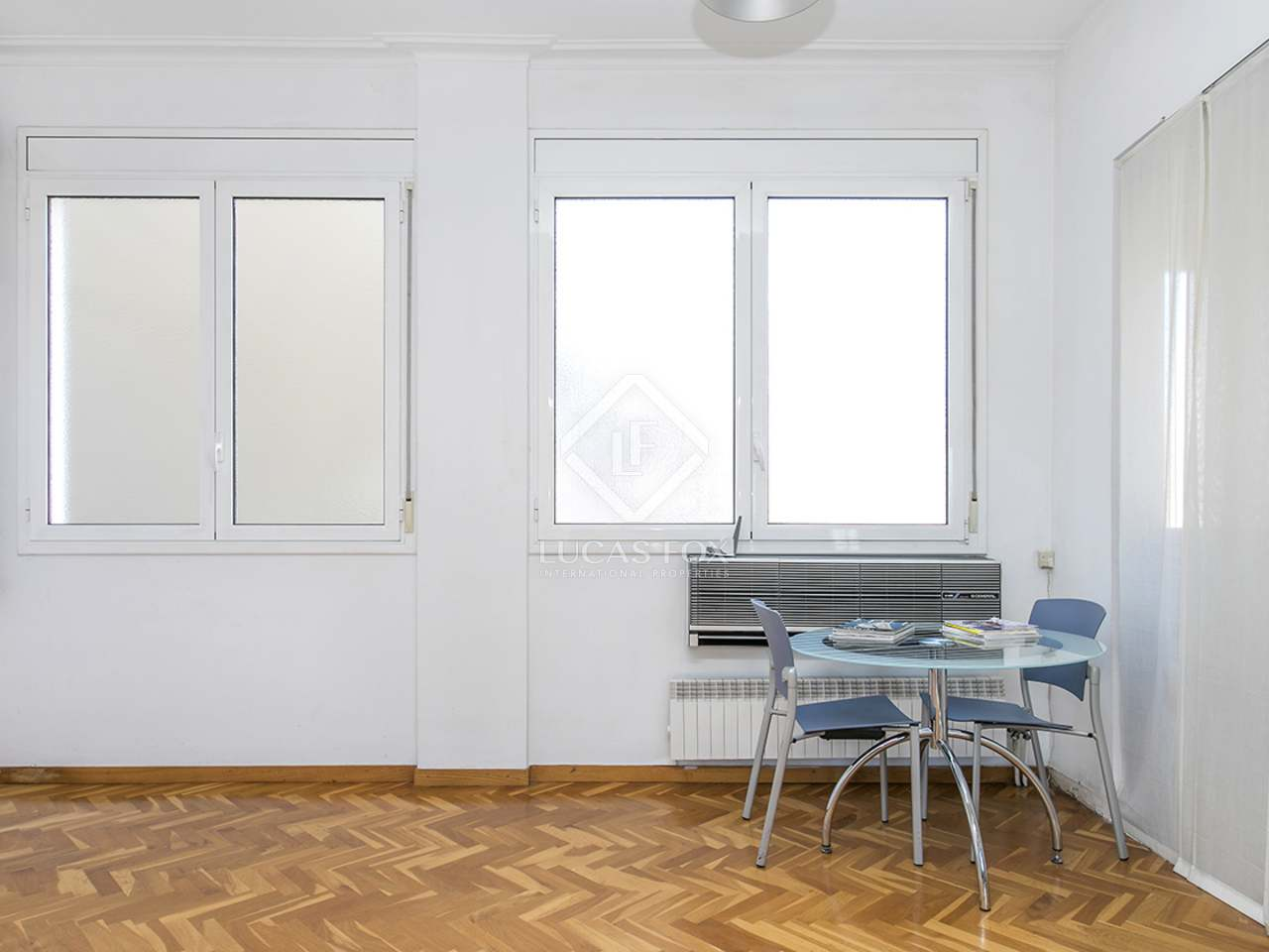 207m wohnung zum verkauf in sant gervasi galvany. Black Bedroom Furniture Sets. Home Design Ideas