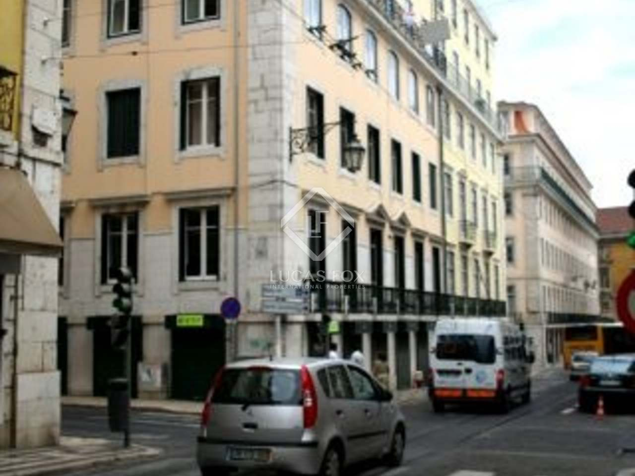 A two bedroom apartment and office to buy in Lisbon