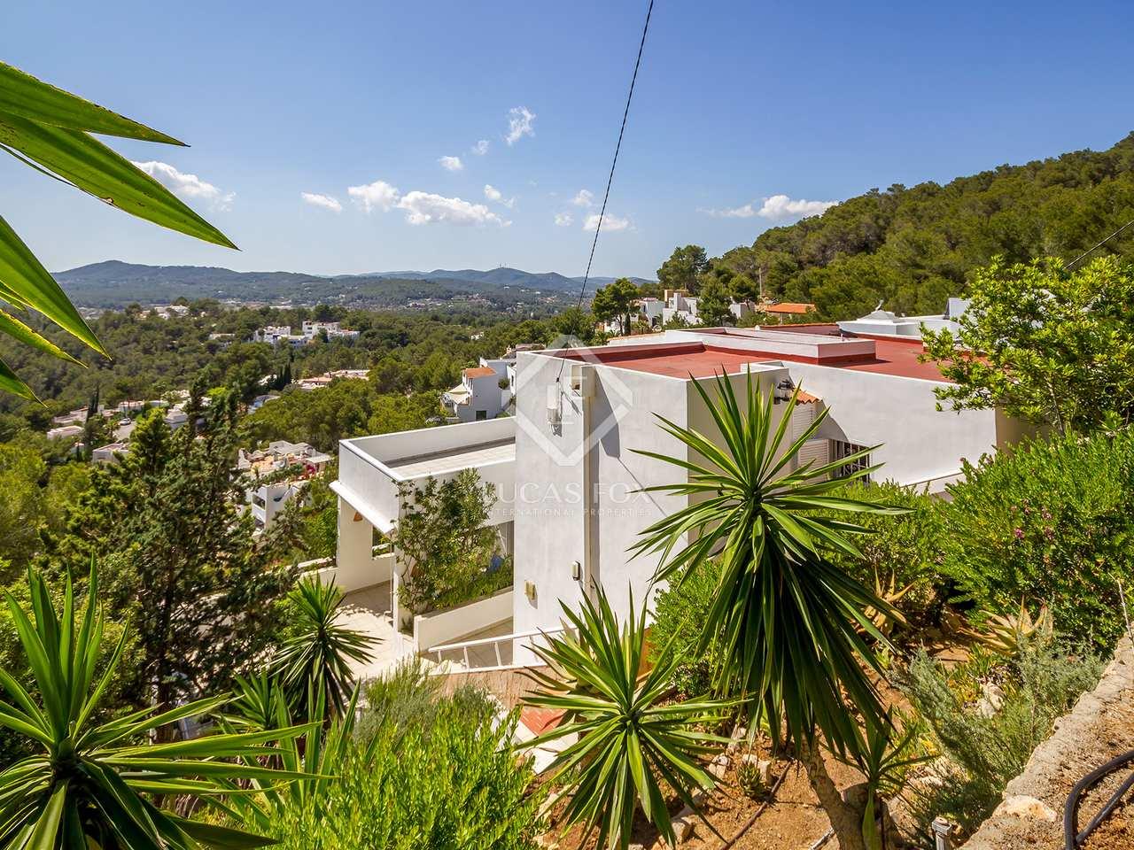 Villa de 3 dormitorios en venta entre santa eulalia e for Ciudad jardin ibiza
