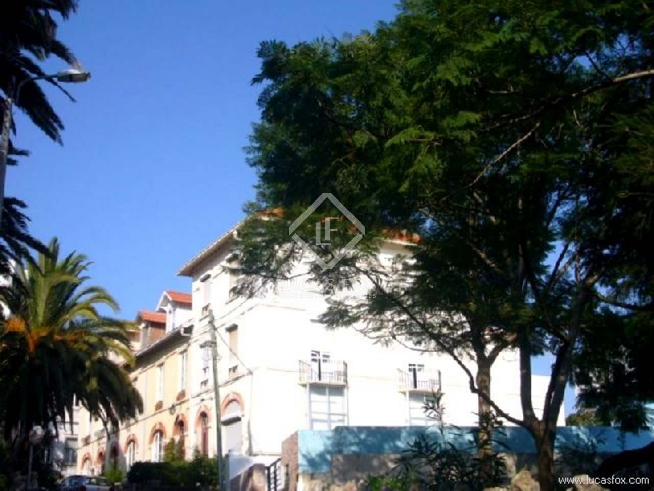 A five bedroom villa for sale in Cascais : 1