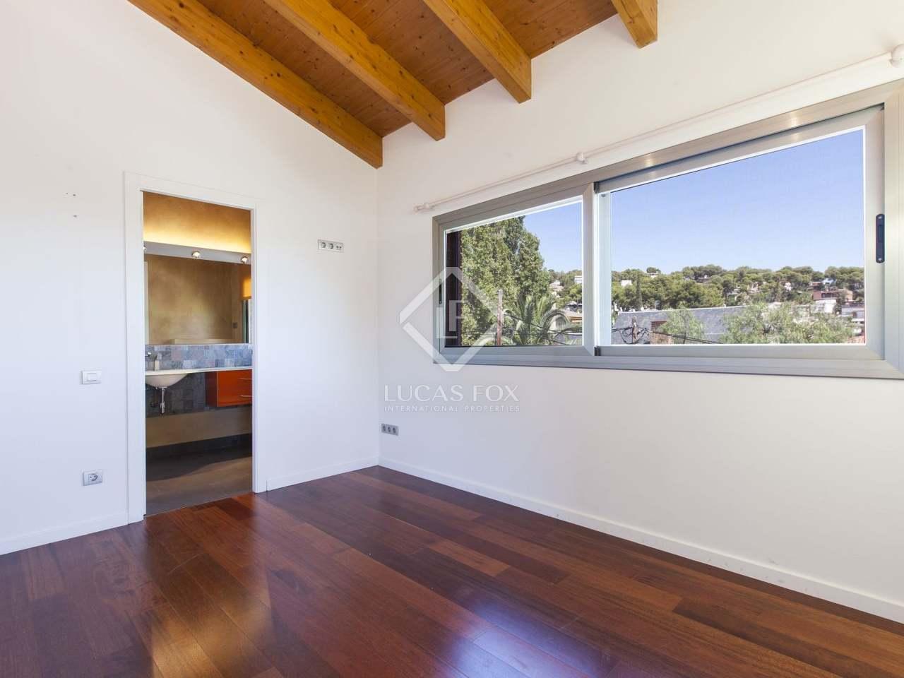 Villa con jard n y piscina en alquiler en castelldefels for Casa con jardin barcelona alquiler