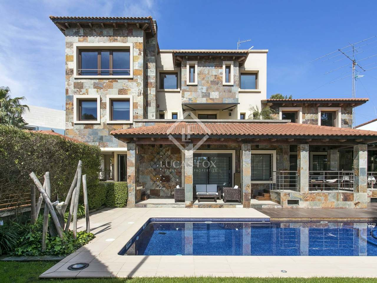 maison villa de 747m a vendre castelldefels barcelone. Black Bedroom Furniture Sets. Home Design Ideas