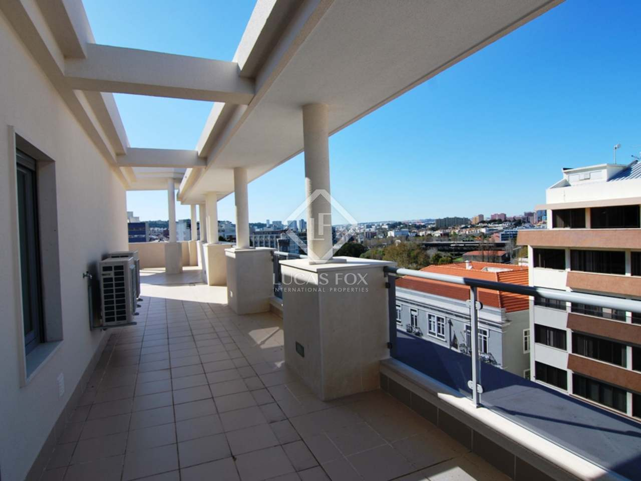 Beautiful 4 bedroom penthouse apartment for sale in lisbon for Penthouse apartment for sale