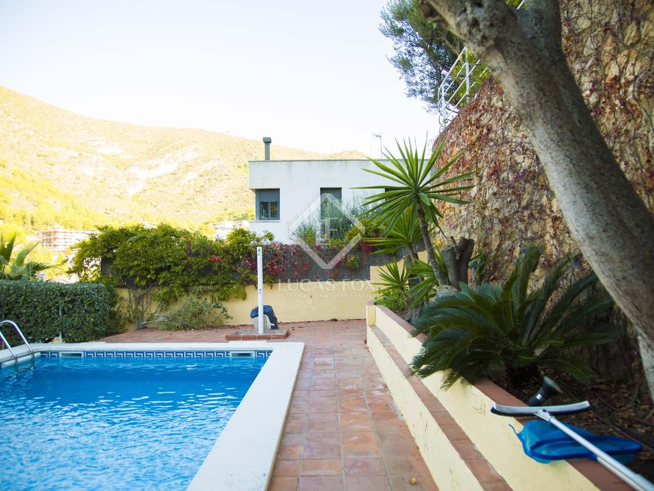 Casa de 416m con piscina en alquiler en castelldefels for Alquiler de piscinas