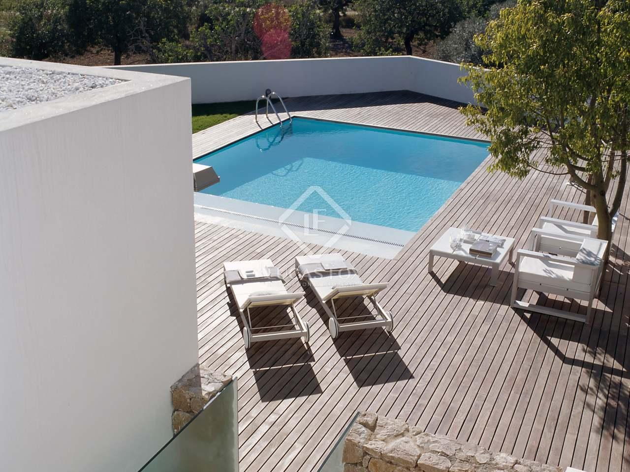 Villa de 410 m con jard n en venta en godella for Piscina de godella