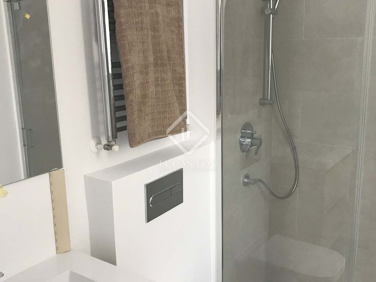 81 m apartment for sale in retiro madrid for Bathrooms in retiro park