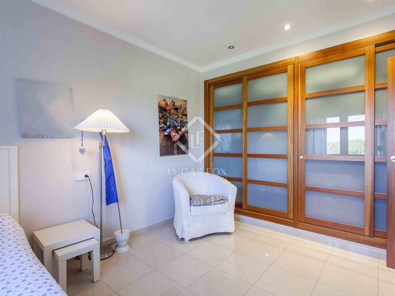 556m haus villa mit 10 914m garten zum verkauf in d nia. Black Bedroom Furniture Sets. Home Design Ideas